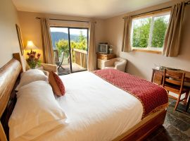 Bayview Suite Accommodation - Interior at Soule Creek Lodge
